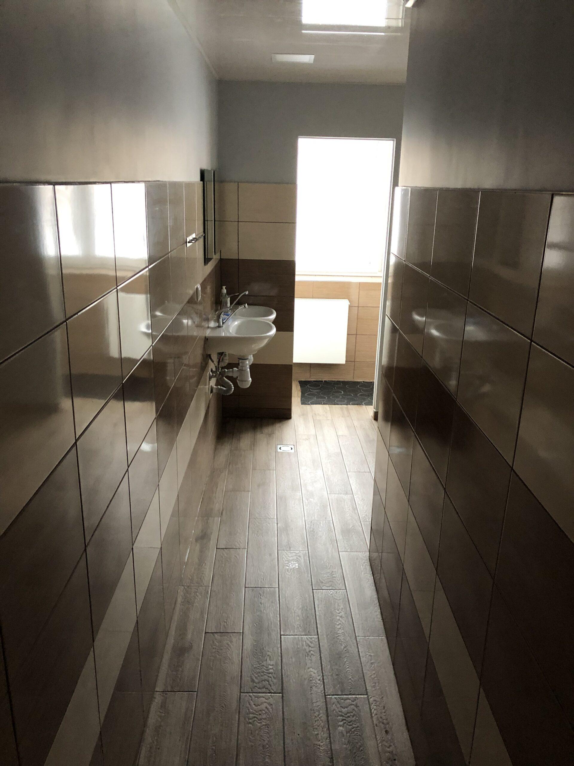 Bendras dušas ir tualetai (1)