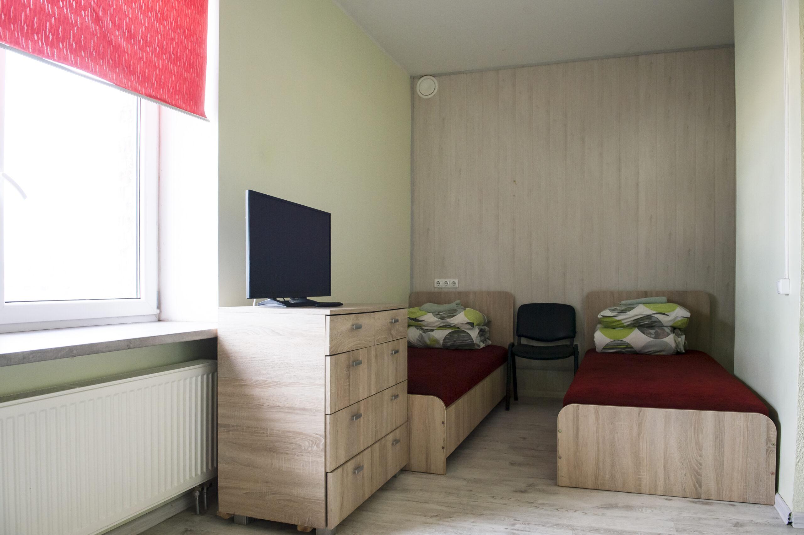 Dvivietis kambarys su dušu ir tualetu