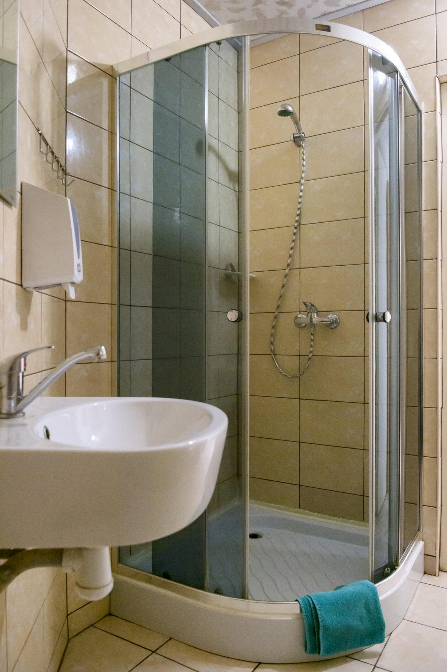 Kambarių su patogumais dušas ir tualetas (1)